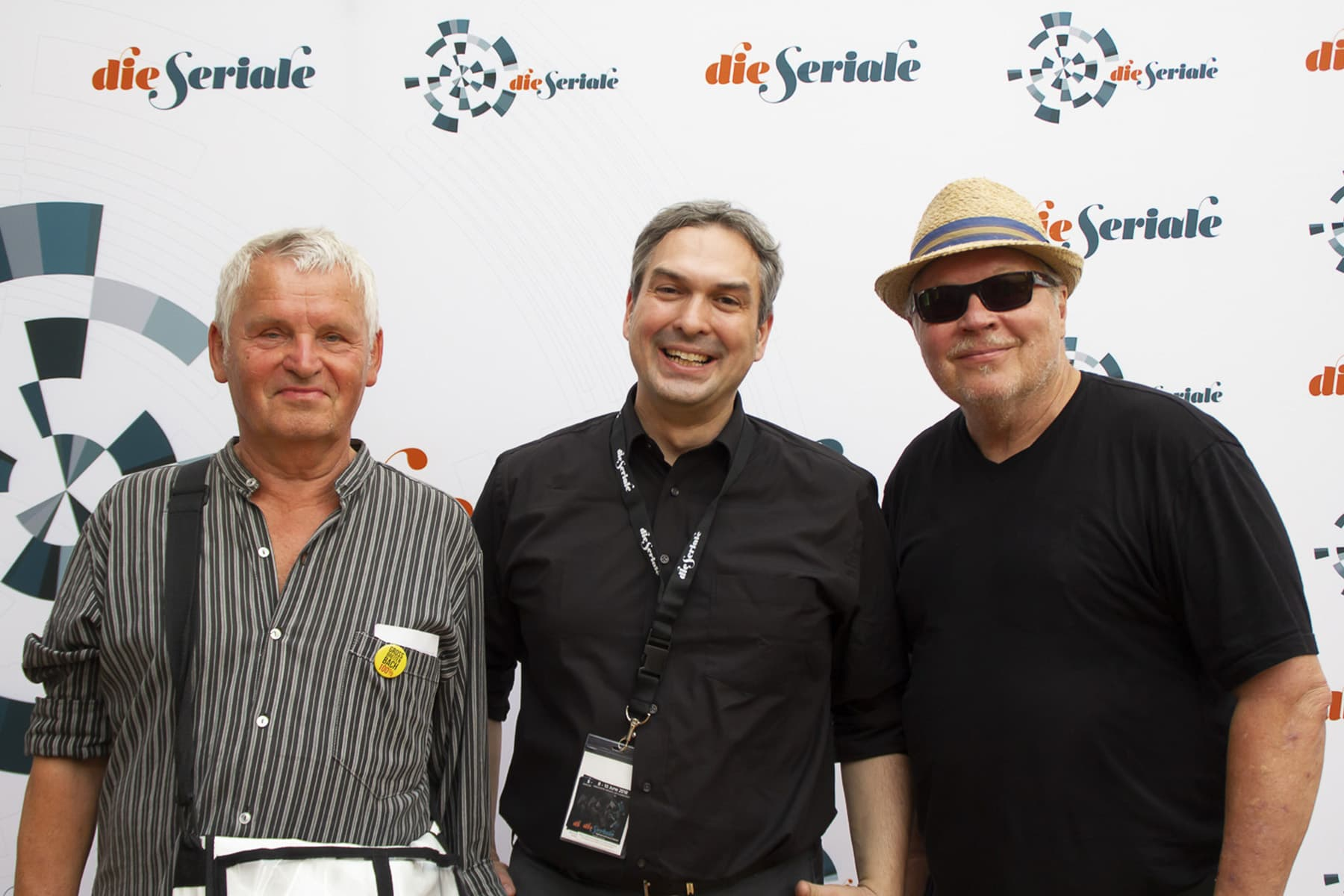 """BEST DOCUMENTARY - Gerd Conradt, creator and director of """"Grossbreitenbach100%"""", winner of the Best Documentary at Die Seriale Csongor Dobrotka, """"die Seriale"""" festival director and Charly Weller"""